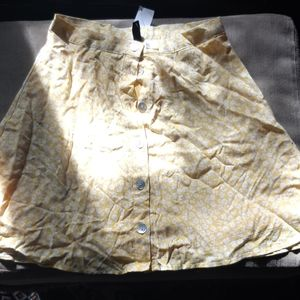 H&M | floral mini skirt with tags!!